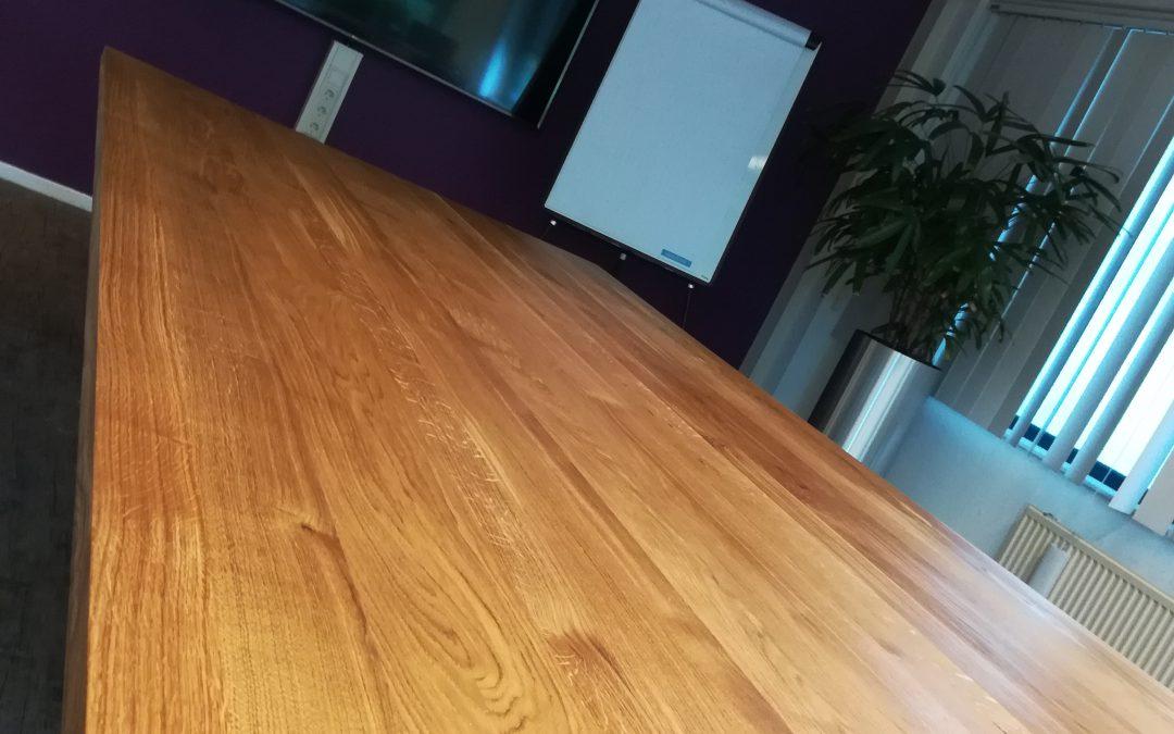 Eiken vergadertafel in Deventer by Smart Documents